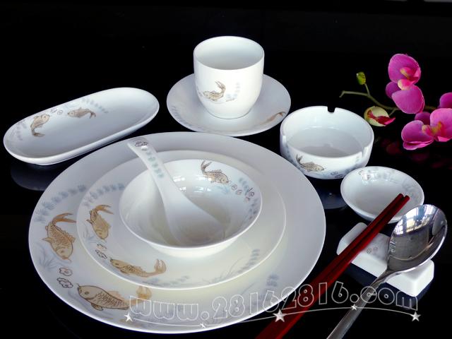 欧式白色餐具水果摆台