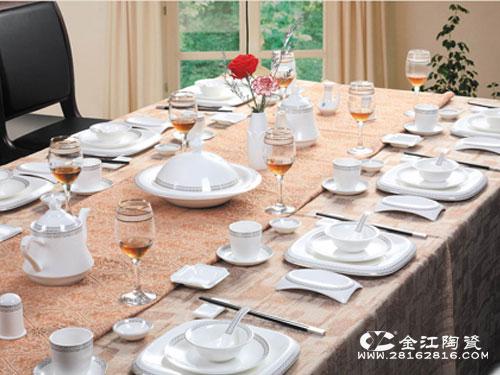 怎么降低酒店餐具破损率 ·酒店餐具的分类和更换情况 ·中餐摆台的图片